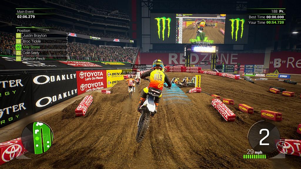 V závodech soupeří 22 jezdců výhradně na stadionech v USA